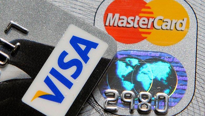 Банки увидели угрозу кредитным картам из-за штрафов за навязанные услуги