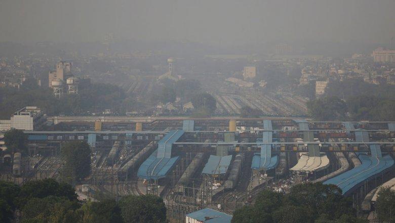 Уровень загрязнения воздуха встолице Индии увеличился вдвое заодну ночь
