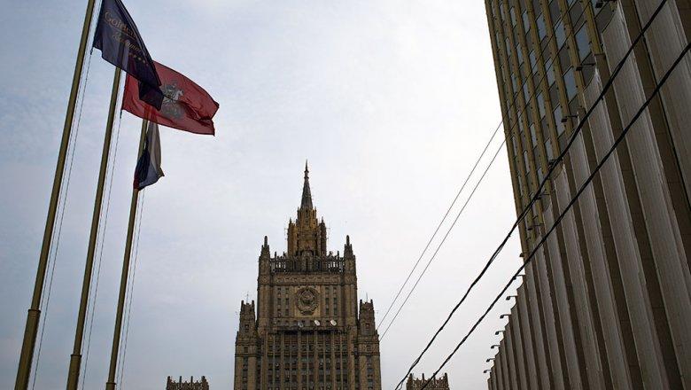Российская Федерация ответила: украинских дипломатов попросили «навыход»