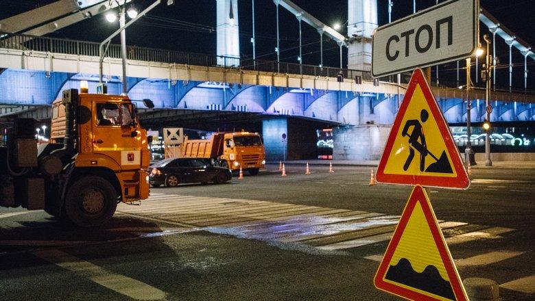 Фрунзенскую набережную в столице перекроют ввыходные для ремонта дороги