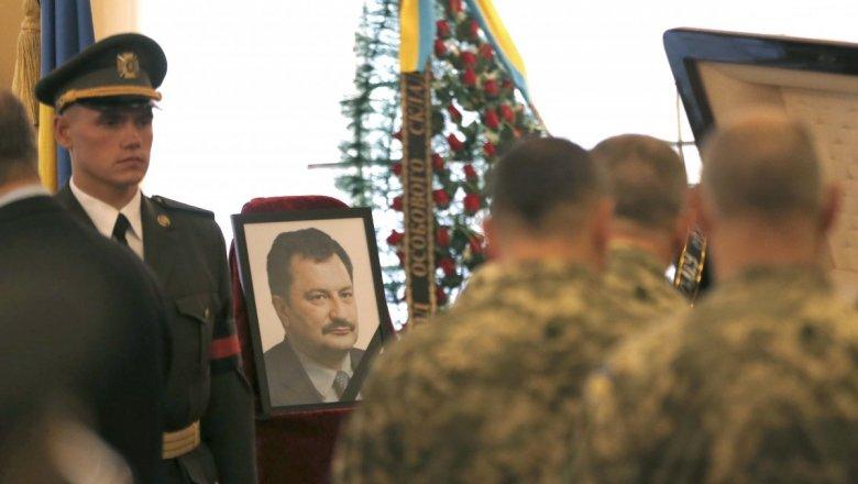 Отдать последнюю дань уважения погибшему А. Таранову пришли сотни людей
