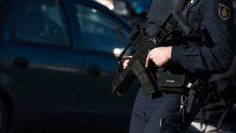 ОМОН и милиция проверяют тщательно турецкую компанию вПетербурге