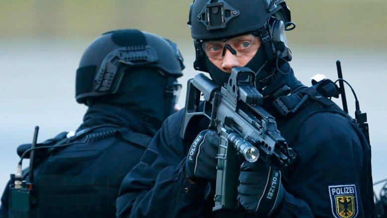 Вооруженный мужчина забаррикадировался вресторане назападе Германии