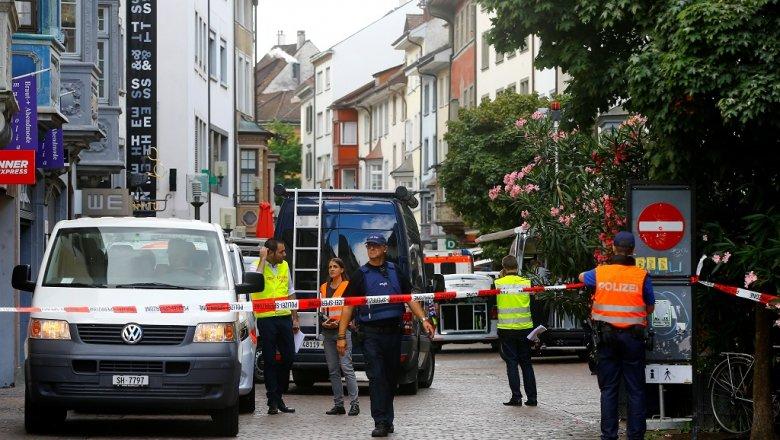 ВШвейцарии задержали мужчину, напавшего напрохожих сбензопилой