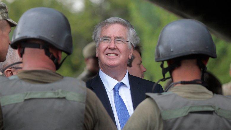 Великобритания продолжит перекрыть создание армии европейского союза - Фэллон