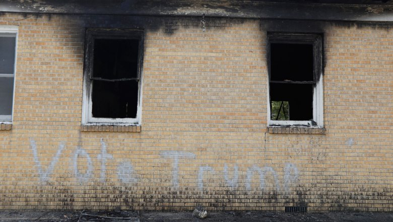 В США подожгли церковь, написав на стене «Голосуй за Трампа» Новости и политика в мире