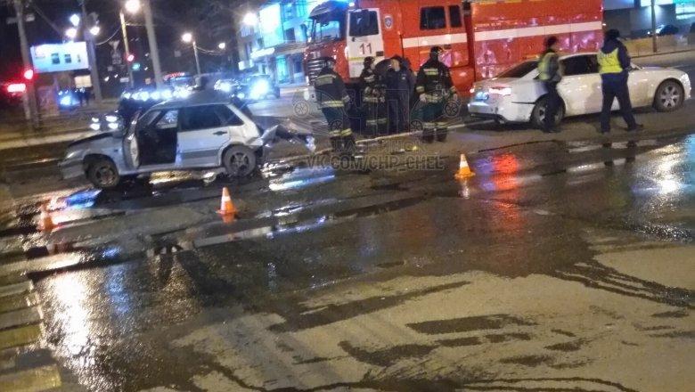 «Нива» смяла попутные автомобили изатормозила обограждение насеверо-западе Челябинска
