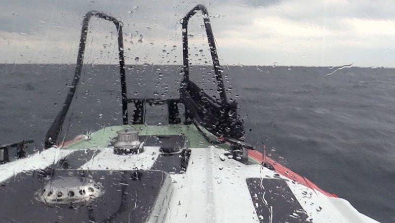 Поиску членов экипажа потерпевшего крушение сухогруза вЧерном море препятствует шторм