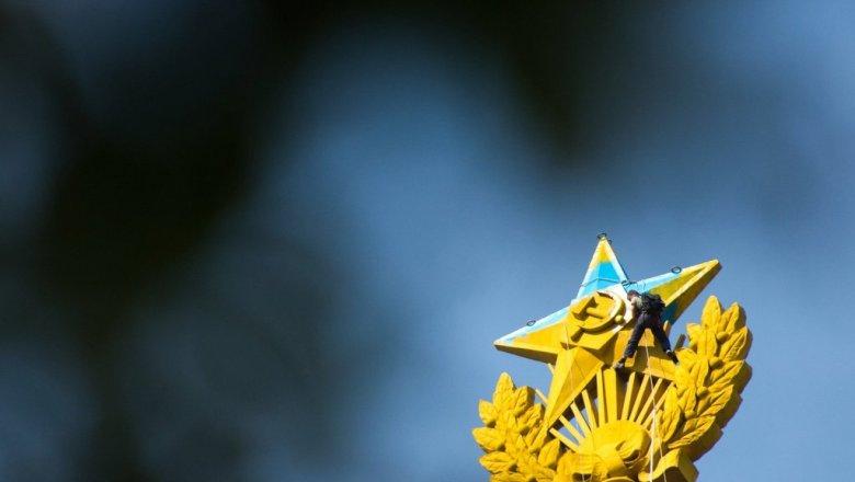 Фигурантам дела опокраске звезды выплатят 2 млн рублей