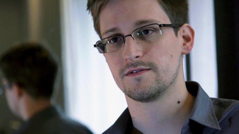 Сноуден начал следить запользователями телефонов через приложение— Шпион