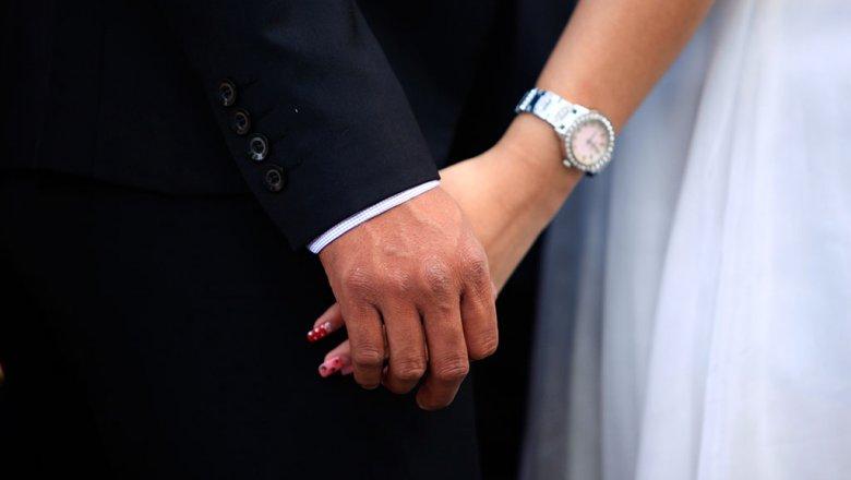 ВНовосибирске милиция узнает обстоятельства детской свадьбы