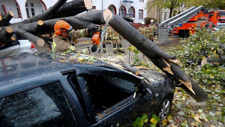 Из-за мощных ураганов вевропейских странах погибли три человека