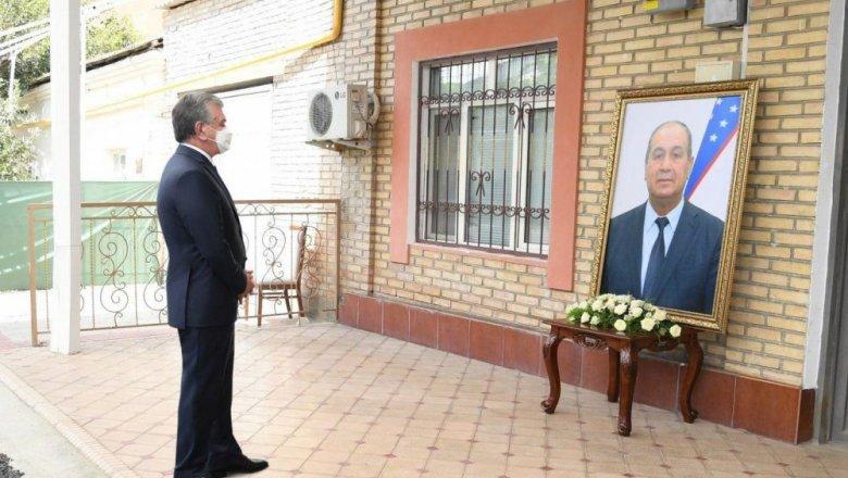 Президент выразил соболезнования семье Камалова — фото с траурной ...