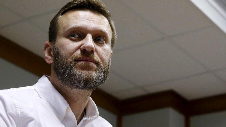 Свидетели засняли, как милиция Нижнего Новгорода разбирает оборудование Навального перед митингом