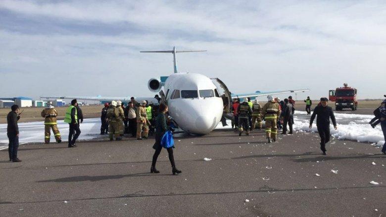 Названа причина отказа шасси перед посадкой самолета набрюхо вАстане