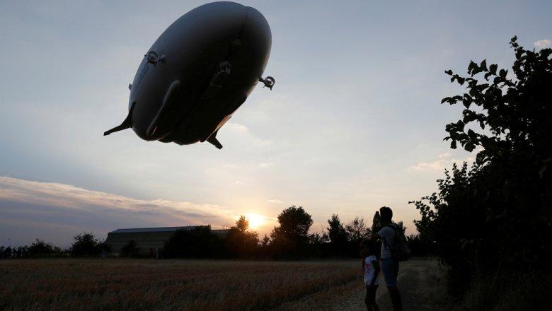 Самый большой дирижабль не смогли поднять в воздух (фото)