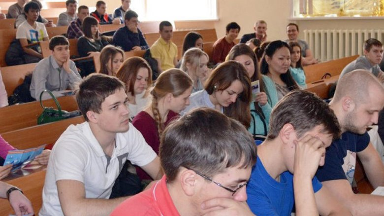 Студентов МГЛУ слишённых аккредитации специальностей переведут в остальные университеты