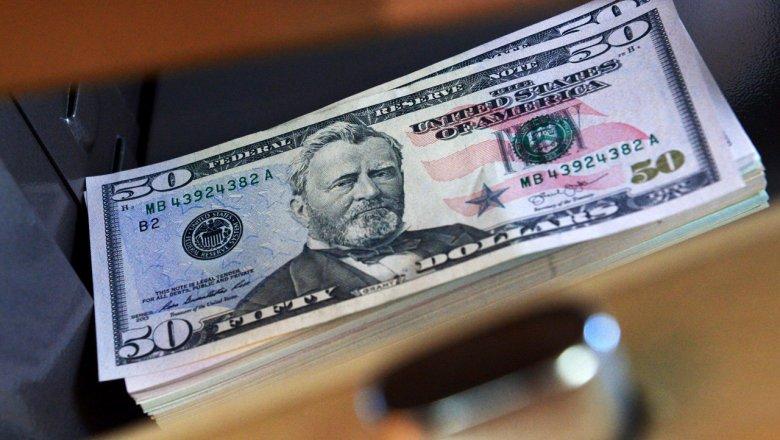 ВГомеле кассир банка ошиблась на 1 тыс руб. Клиентов ищет полиция