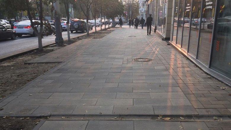 Ремонт тротуара наБ. Садовой вРостове завершат доконца ноября