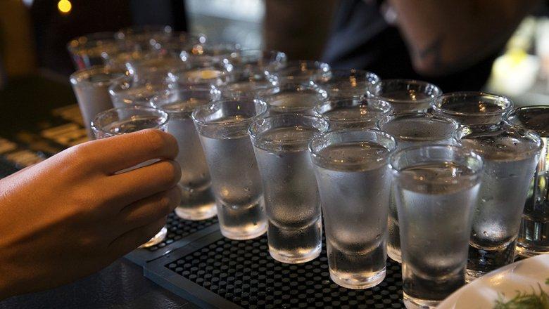 Бремя и стекло: производители предупредили о перебоях в поставках водки