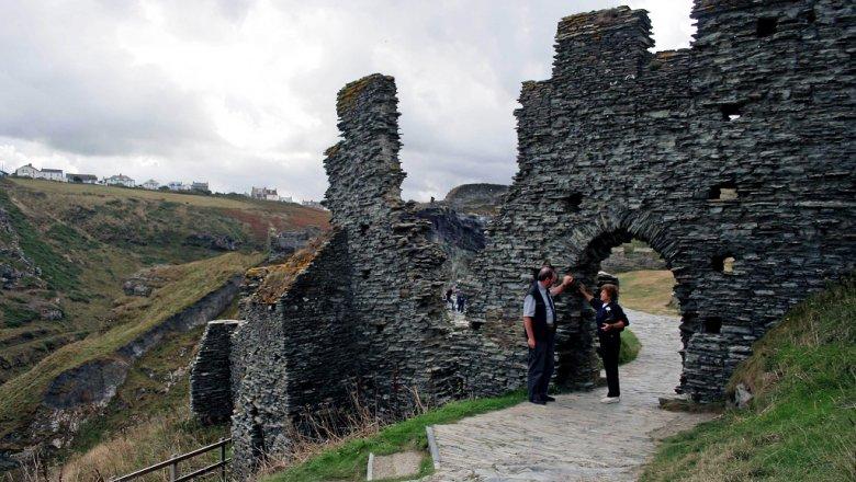 Британские ученые узнали, кого монарх Артур пригласил застол
