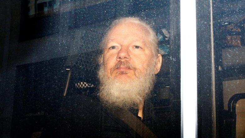 Минюст США рассказал о связях Ассанжа с хакерскими группировками