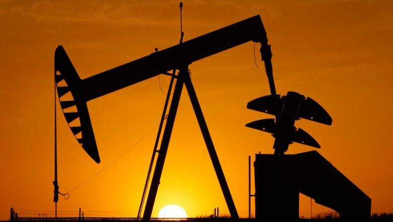 Баррель нефти WTI в понедельник утром подешевел до $43