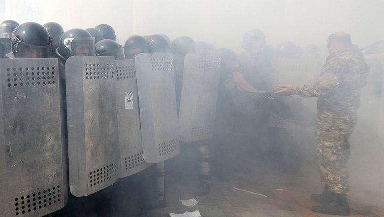 НаБанковой активисты жгут шины, ситуация накаляется
