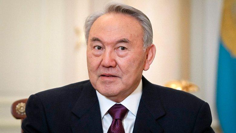 Назарбаев поручил перевести казахский алфавит налатиницу