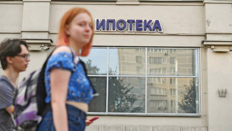 За месяц банки одолжили гражданам триллион рублей