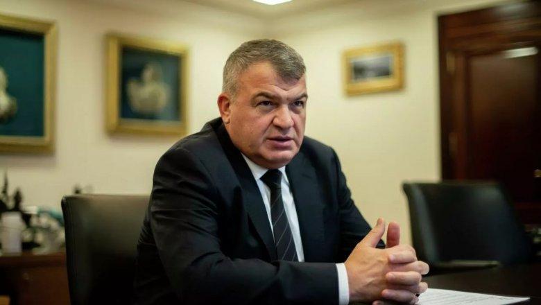Сердюков назвал количество руководителей в ОАК избыточным