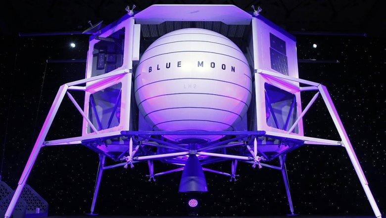 Самый богатый человек мира продемонстрировал  космический корабль для высадки наЛуну