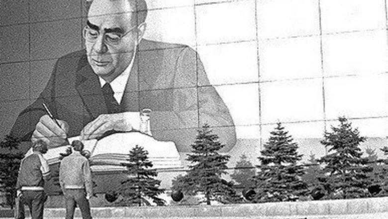 Фото Леонида Брежнева наЦУМе вНовосибирске оскорбило внука генерального секретаря