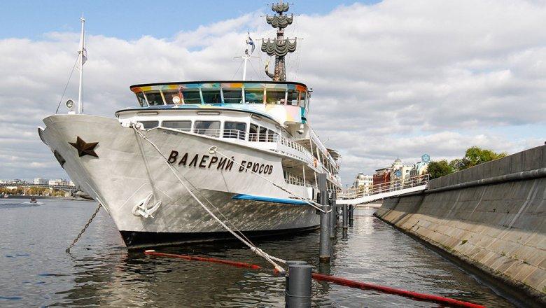 Судно «Валерий Брюсов» потребовали убрать сКрымской набережной столицы