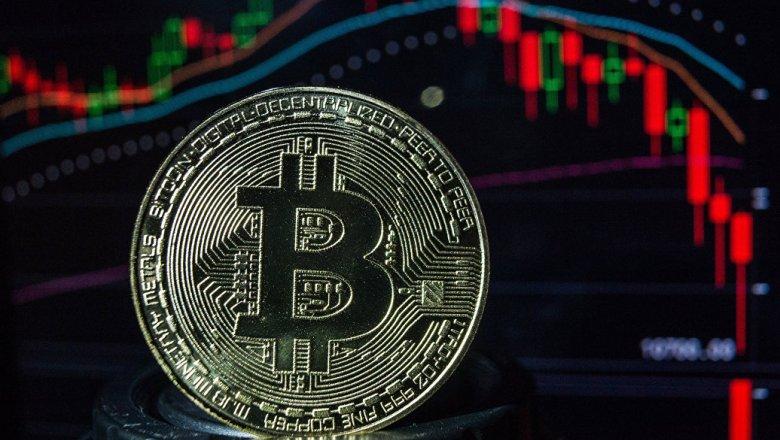 `Смертельный крест' угрожает биткоину, стратег ожидает спада до $2800