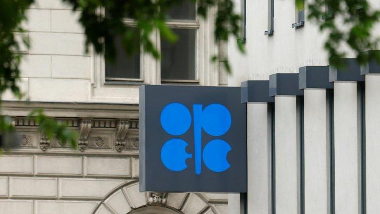 Нефть подорожала после выхода данных осокращении запасов вСША
