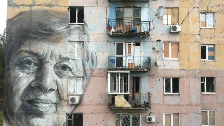 ВАТО нарисовали пронзительный мурал-портрет украинской учительницы
