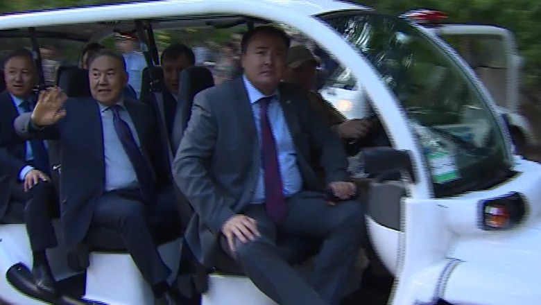 Нурсултан Назарбаев объехал центральный парк Астаны на электромобиле