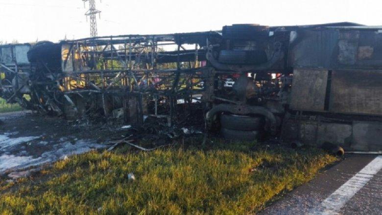 Неведома участь троих пассажиров автобуса, столкнувшегося с фургоном вТатарстане