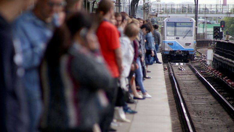 Вмосковском метро могут ввести штрафы заселфи