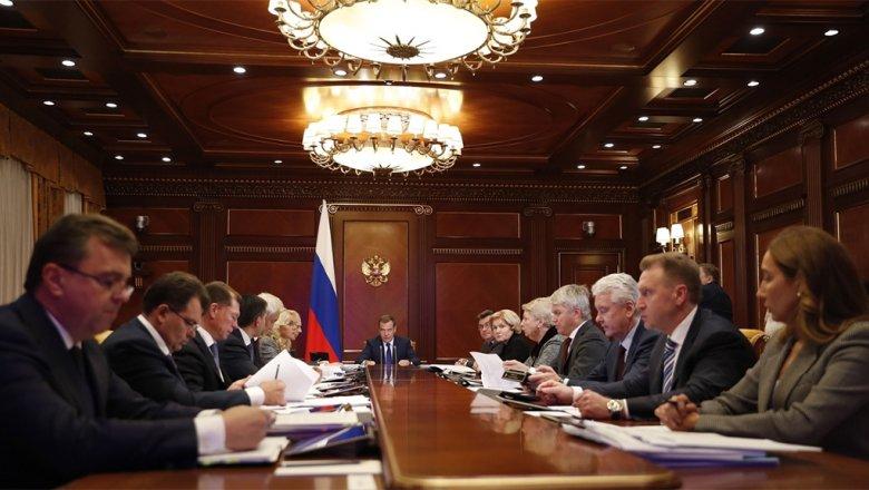 Медведев потребовал отчитаться за срыв строительства соцобъектов