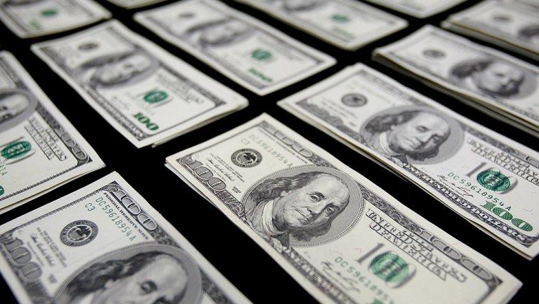 Валюта: Курс доллара к рублю упал до минимума за год