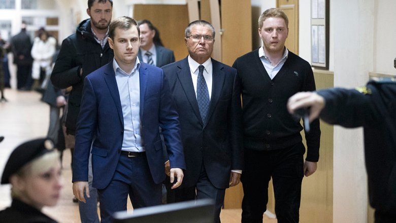Замоскворецкий суд закрыл процесс посудьбе «взятки» Улюкаева