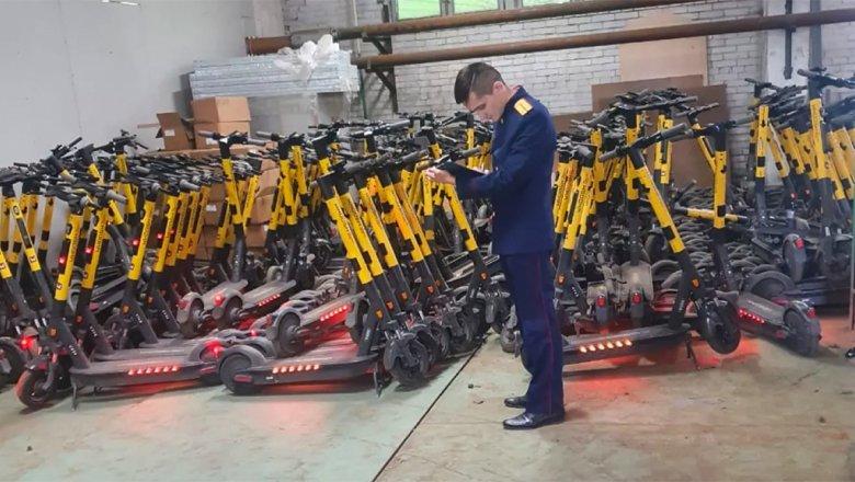 В Петербурге у сервисов аренды электросамокатов начались обыски
