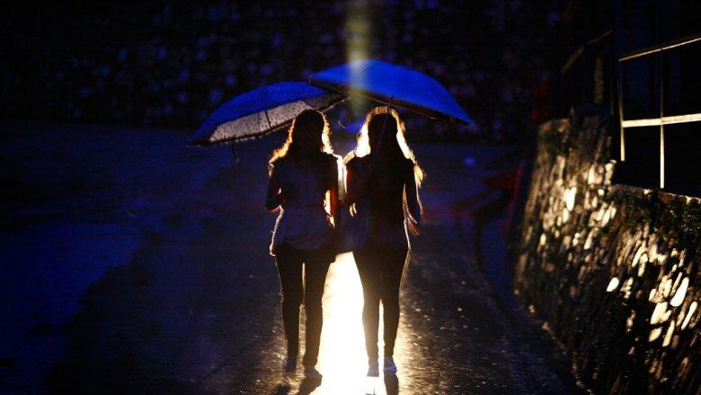 МЧС предупреждает, что дожди сгрозами в столицеРФ продлятся доутра субботы