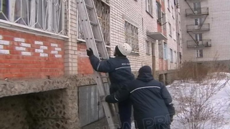 В смоленской области ребенок чуть не заморозил на балконе со.