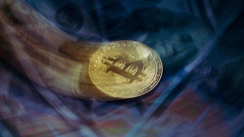Курс биткоина рухнул ниже отметки вшесть тыс. долларов
