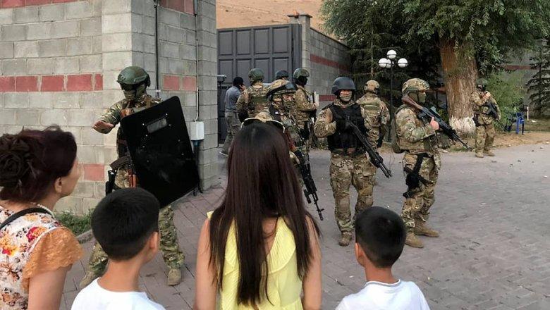 Бывший президент Киргизии ушел в оборону